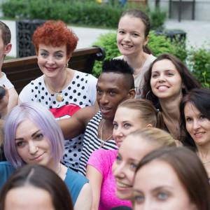 Ласаро Сильвера и ученики школы-студии Belanova