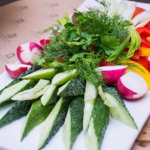Закуска из сезонных овощей