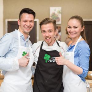Антон Романов с участниками кулинарного мастер-класса