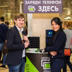 Мобильный стенд для зарядки телефонов