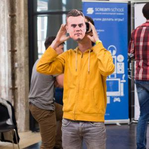 маска Игоря Акинфеева на очках виртуальной реальности