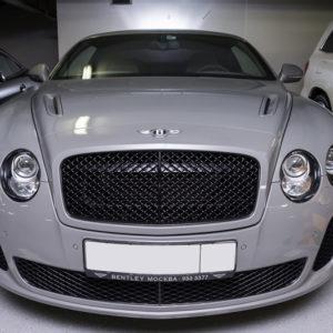 Bentley Continental GT в гараже