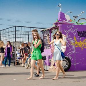 HDR фотография стендов и гостей фестиваля Faces&Laces
