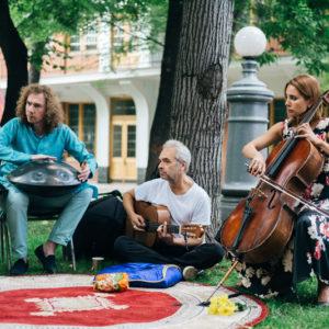 выступление музыкального трио в саду Эрмитаж