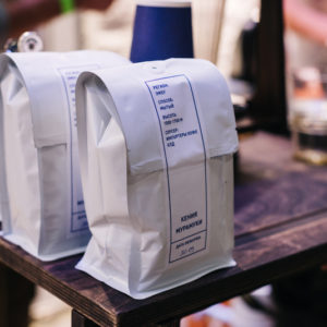 кофейные зерна в упаковке