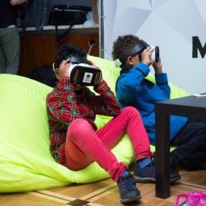 дети в VR очках