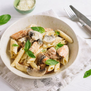 Пенне с курицей, индейкой и шампиньонами | Penne with slices of chicken and turkey and mushrooms in a creamy sauce, grated cheese and fresh basil leaves.