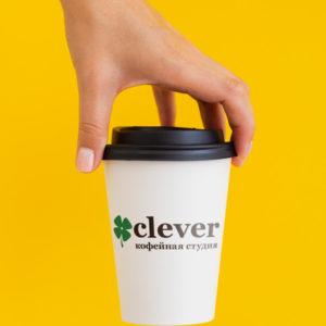 нанесение логотипа на бумажный стакан с напитком / белый бумажный стакан с черной крышкой