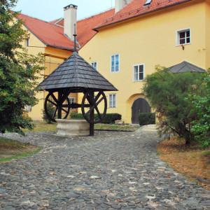 Уютный дворик в Верхнем Загребе