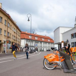 Дорожная инфраструктура Вильнюса, велопрокат и бегущие мальчишки