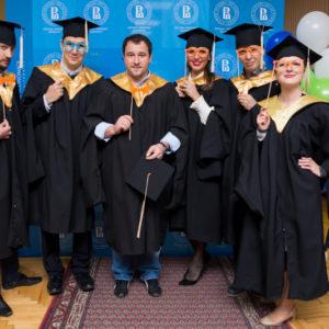 выпускники вшэ в мантиях